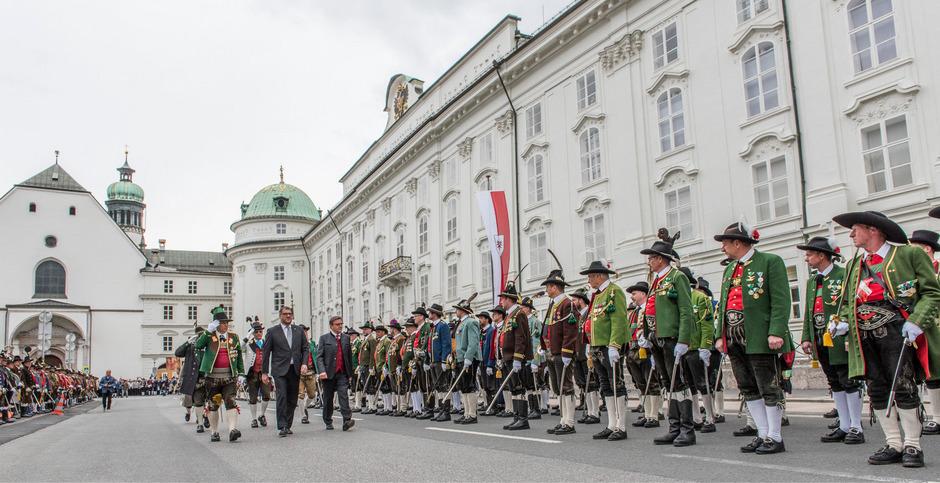 Rund 1000 Tiroler Schützen trafen sich am Sonntag in Innsbruck.