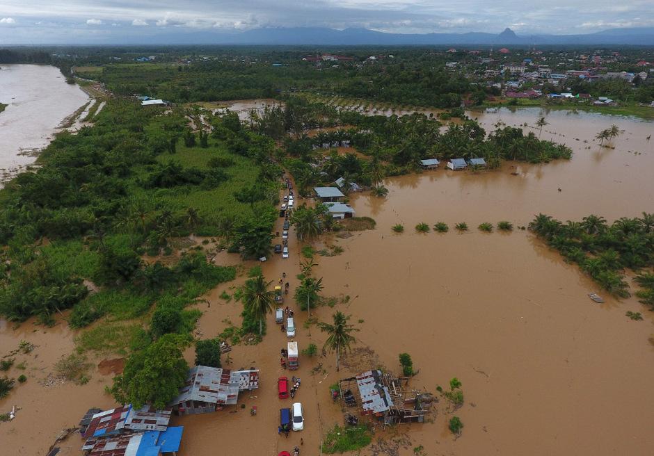 Überschwemmungen sind in Indonesien häufig, besonders während der Regenzeit, die von Oktober bis April dauert.