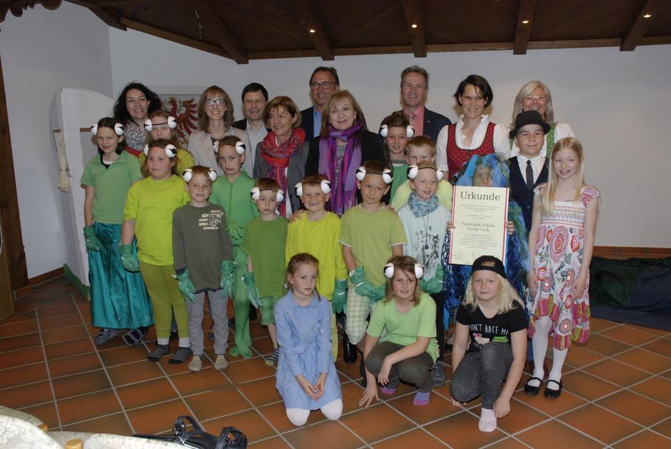 Bei der Verleihung in Pinswang schlüpften die Kinder sogar eigens für die Feierlichkeiten in die Rolle der seltenen Kreuzkröten.