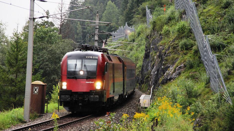 Zwischen Tirol und Vorarlberg werden am kommenden Wochenende Arbeiten an der Bahnstrecke durchgeführt.