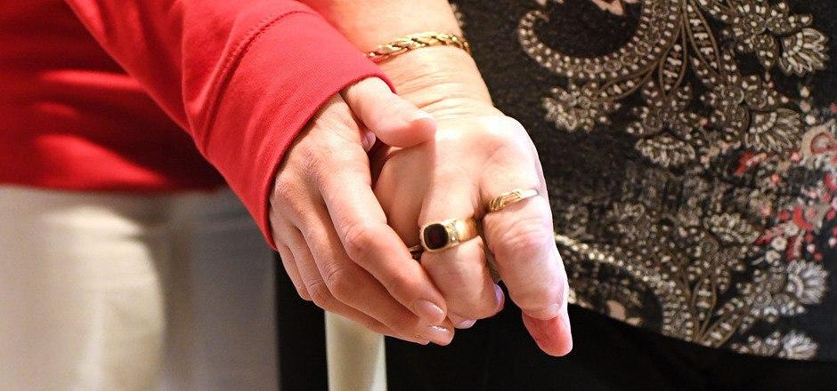 455.000 Menschen beziehen derzeit Pflegegeld. In den kommenden Jahren wird die Zahl wachsen.
