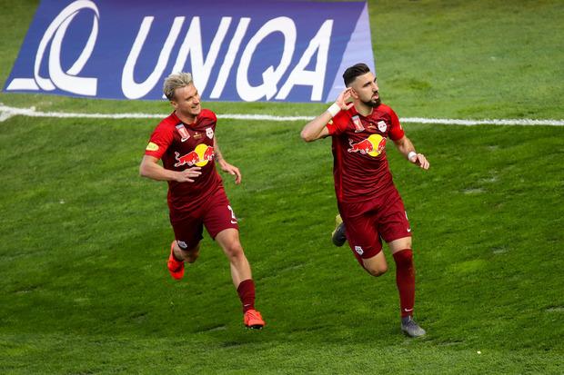 Fredrik Gulbrandsen und Munas Dabbur (r.) jubeln über den ÖFB-Cupsieg.