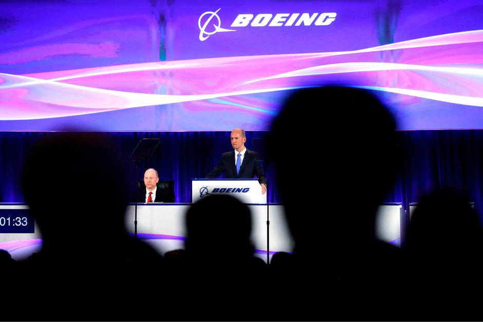 Boeing-Chef Dennis Muilenburg erhielt auch Rückendeckung, so wählten die Aktionäre alle vom Unternehmen nominierten Kandidaten in den Verwaltungsrat.