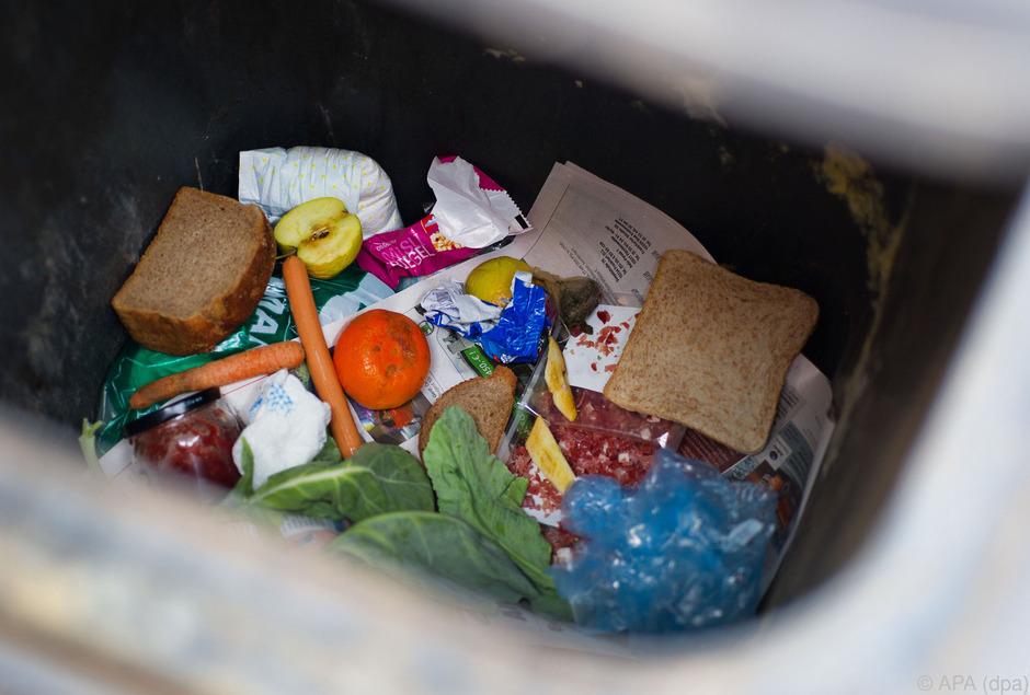 Jeder Österreicher wirft durchschnittlich 200 Kilogramm Nahrungsmittel weg.