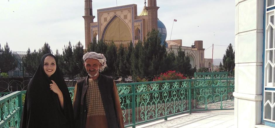 Daniela Kranzlmüller in Herat in Afghanistan. Dort kam sie im Mausoleum eines Geistlichen mit einem Arbeiter ins Gespräch.