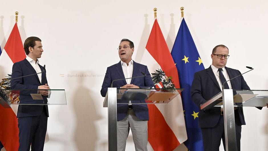 """Kanzler Sebastian Kurz und Vizekanzler Heinz-Christian Strache nahmen beim Pressefoyer nach dem Ministerrat zum Begriff """"Bevölkerungsaustausch"""" und zum Konflikt zwischen der FPÖ und dem ORF."""