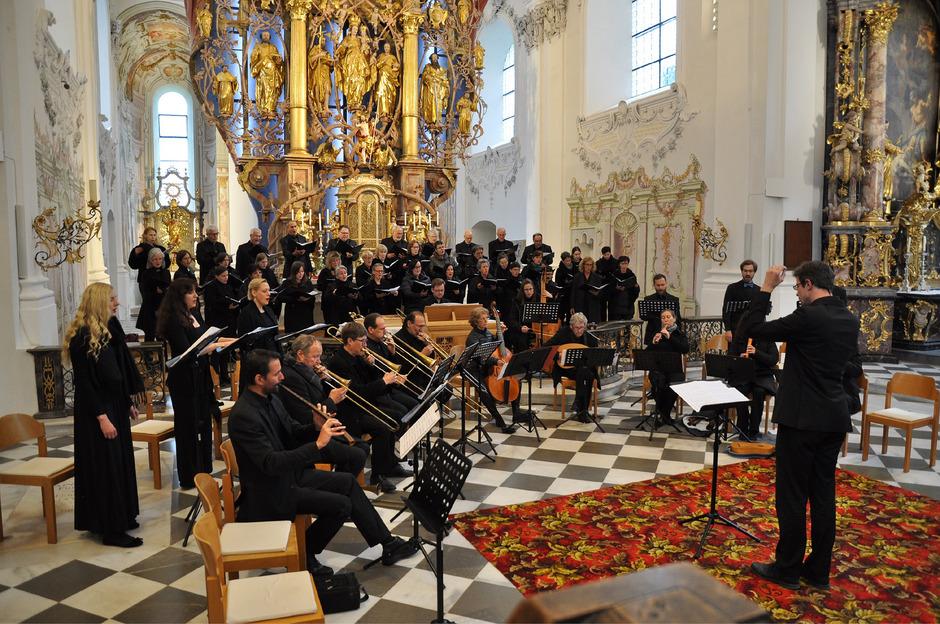 In die mittelalterliche Welt Maximilians tauchten die Stiftsmusik, das Paluselli Consort und das Ensemble Alerion ein.