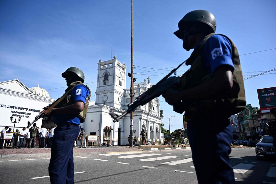 Nach den Anschlägen in Sri Lanka glauben die Behörden, dass die Drahtzieher im Ausland zu finden sind.