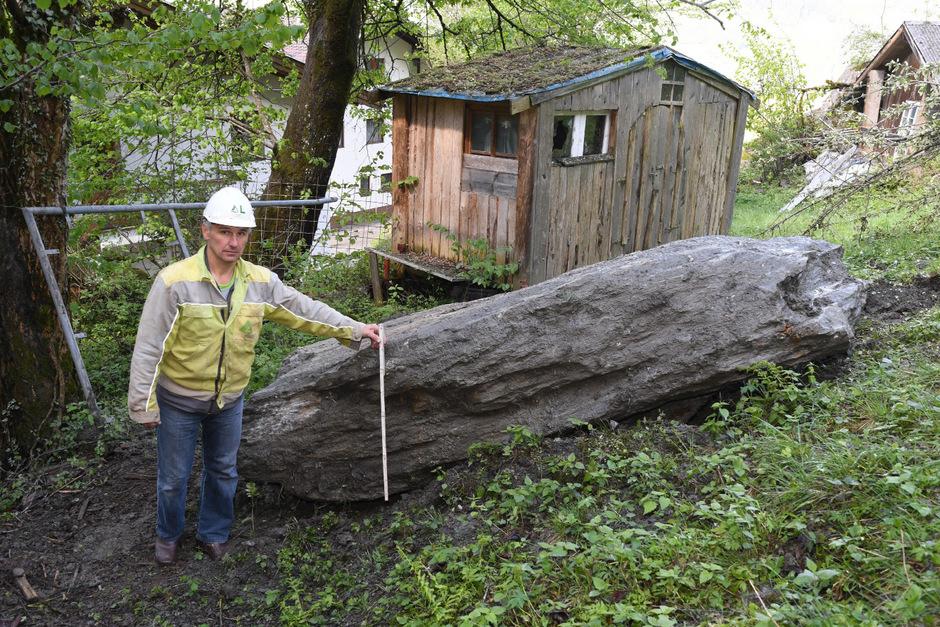 Felsen in der Länge eines Pkw schossen vom Hollenzberg in Richtung des Ortsteils Schweinberg. Die Arbeiten haben bereits begonnen.