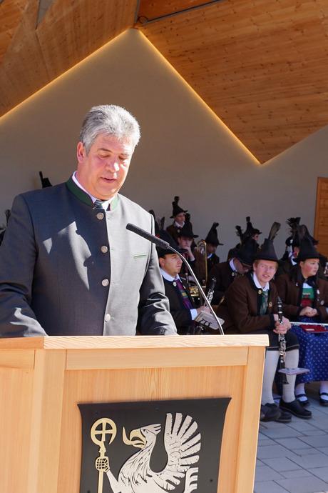 Bürgermeister Josef Lusser ist stolz auf den neuen Ortskern.