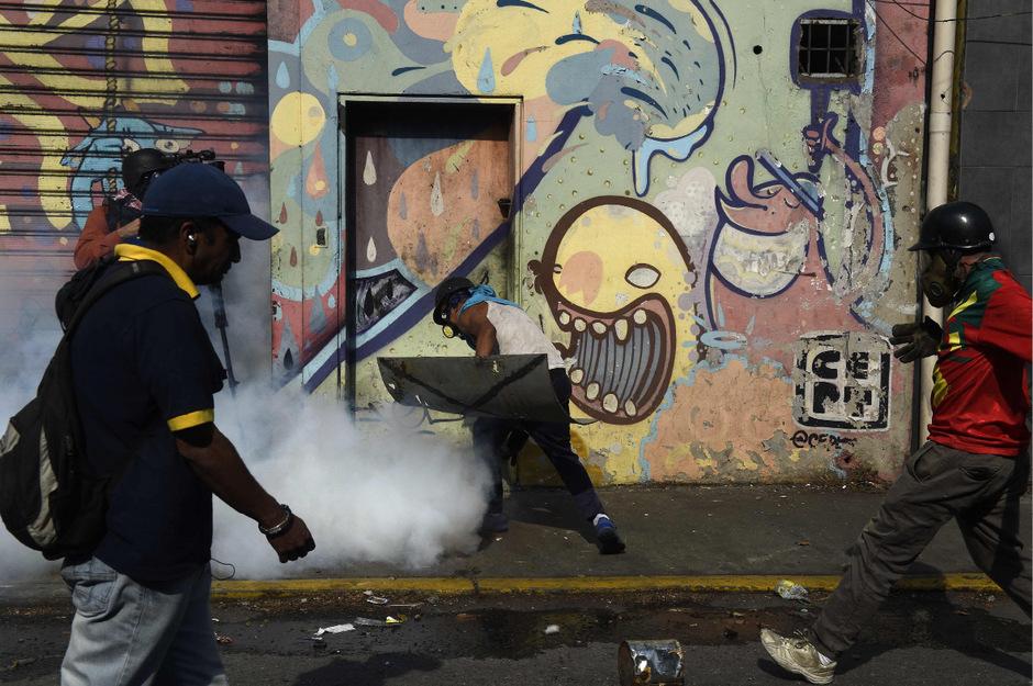 """Guaidó rief dazu auf, auf der Straße zu bleiben, bis """"das Ende der unrechtmäßigen Machtübernahme"""" erreicht sei."""