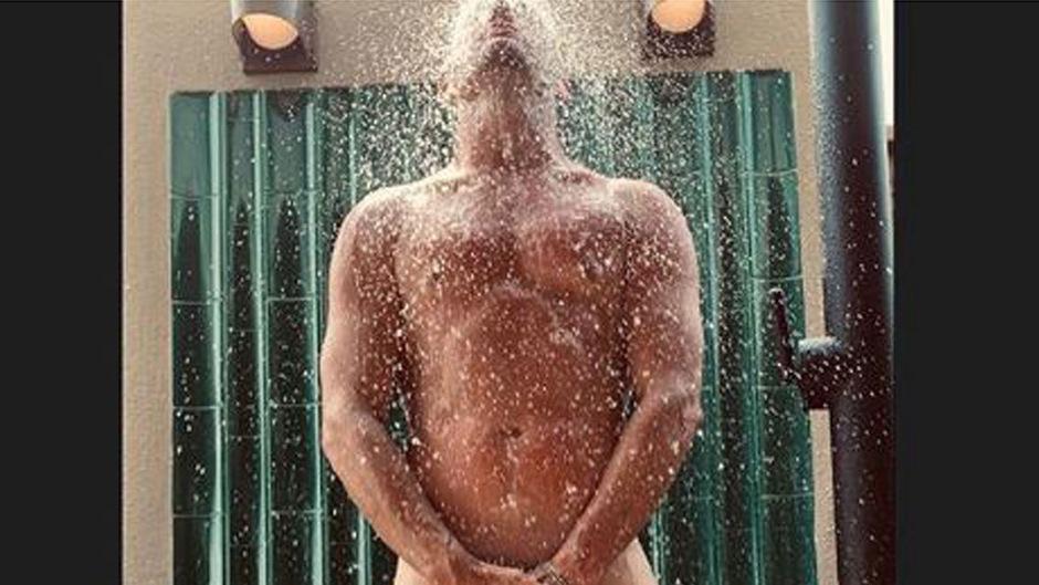 Channing Tatum nackt unter der Dusche. Dieses Bild postete der Schauspieler nach einem verlorenen Spiel auf Instagram.