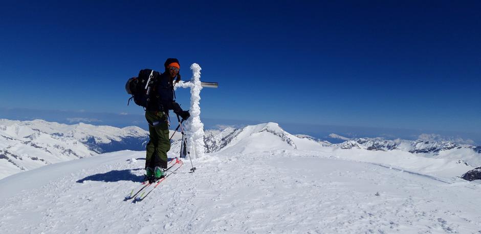 Der Gipfel des 3360 Meter hohen Großen Geigers ist erreicht, zuletzt war die Besteigung sogar mit Ski möglich.