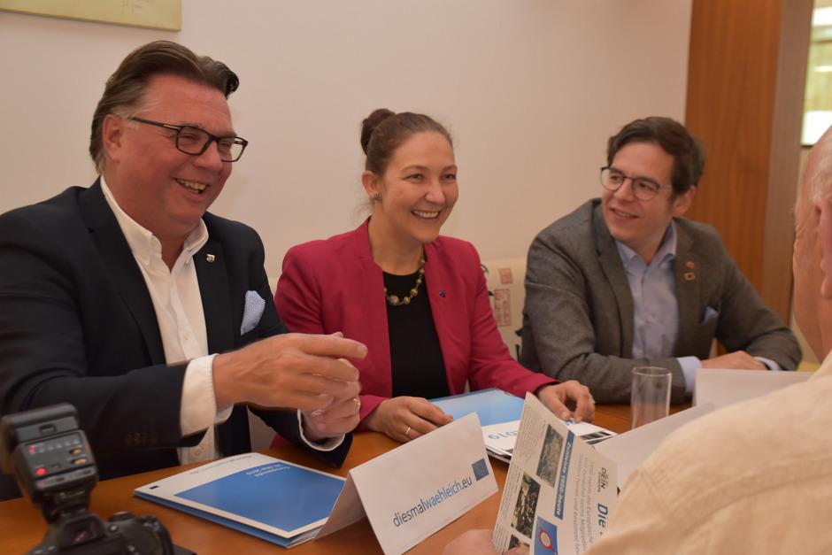 Die EU-Gemeinderäte Klaus Gasteiger (Kaltenbach), Viktoria Gruber (Schwaz) und Ludwig Glaser (Stumm) wollen die Wahlbeteiligung bei der EU-Wahl im Bezirk Schwaz nach oben schrauben.