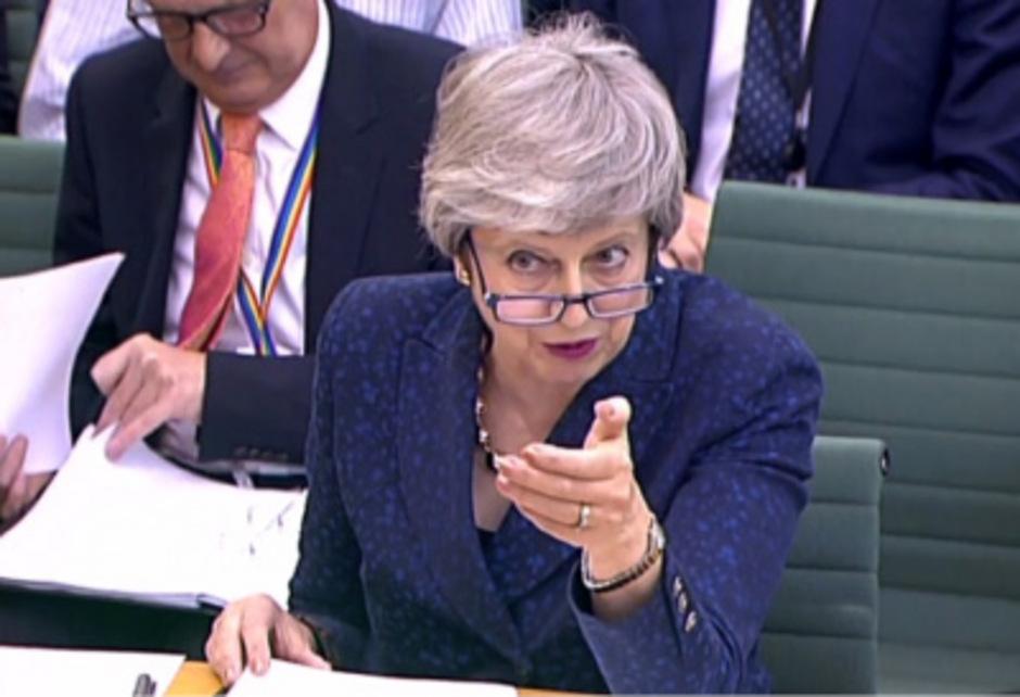 """Eine """"Klatsche"""" gab es bei den britischen Kommunalwahlen für die Konservativen von Premierministerin Theresa May."""