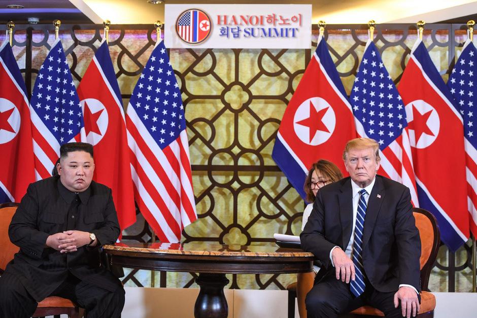 Das zweite Gipfeltreffen von Kim und Trump in Hanoi war überraschend abgebrochen worden. Jetzt testet Nordkorea offenbar wieder sein Raketenprogramm.