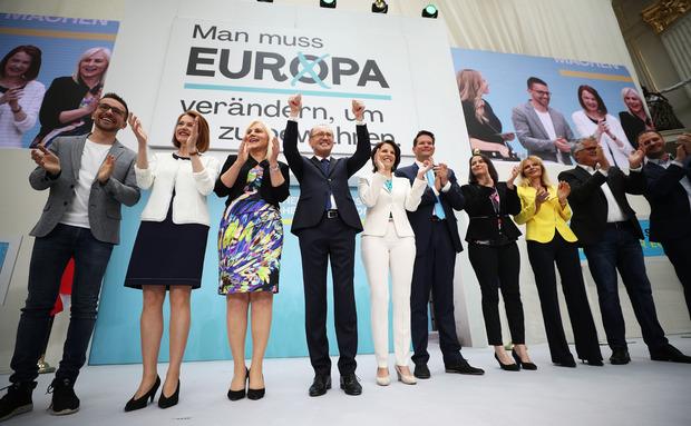 Spitzenkandidat Othmar Karas (M.) mit den zehn Listenersten.