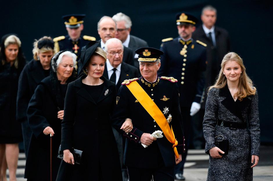 Die belgische Königin Mathilde, ihr Mann Philipp und Kronprinzessin Elisabeth erweisten Großherzog Jean die letzte Ehre.