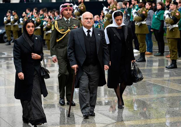 Auch Prinz Hassan von Jordanien erschien mit seiner Frau und seiner Tochter