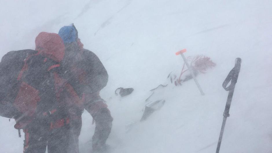 Einsatz im Schneetreiben für die Bergrettung Neustift.