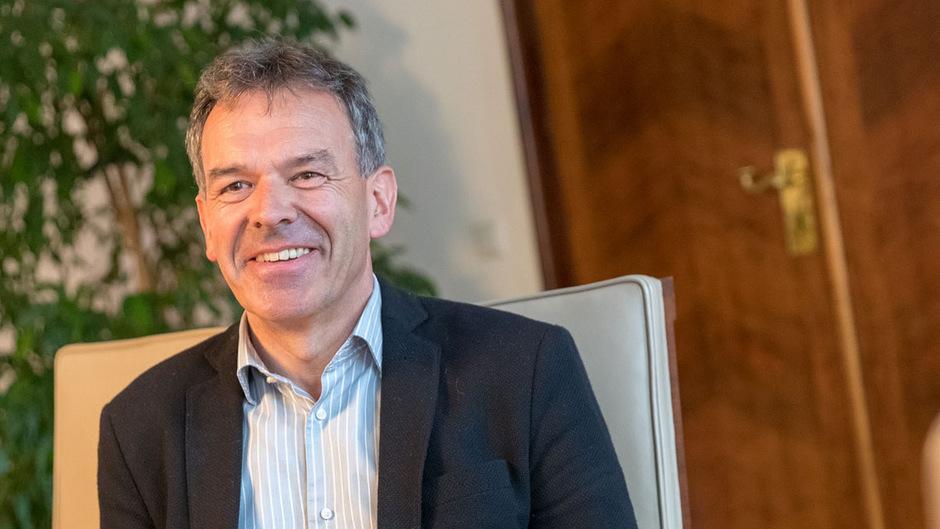 """Bilanz nach einem Jahr als Bürgermeister: Georg Willi sieht keine größeren Fehler, auch ihm fehlt der politische """"Hammer""""."""