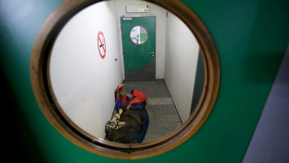 In Ermangelung ganzjähriger Notschlafstellen mussten viele obdachlose Menschen die vergangenen Tage wieder notdürftig einen Schlafplatz suchen. (Symbolfoto/Archiv)