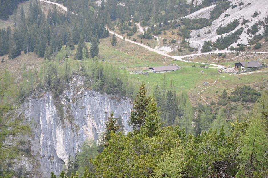 Das Gebiet um Seebenalm, -fall und -see zählt 250.000 Besucher im Jahr. Eine umstrittene Aussichtsplattform über der Seebenwand soll noch mehr anlocken. Der Bescheid dazu lässt auf sich warten.