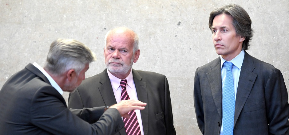 Der Angeklagte Walter Meischberger, Anwalt Manfred Ainedter und der Angeklagte Karl Heinz Grasser am Dienstag im Wiener Straflandesgericht.
