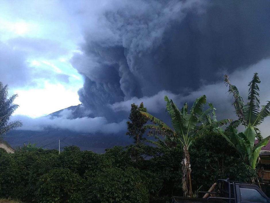 Der Sinabung auf der Insel Sumatra war 2010 erstmals seit 400 Jahren wieder ausgebrochen. Seither ist er hoch aktiv.