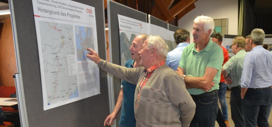 Vor einem Jahr stieß die Präsentation der Pläne für die Bahnneubaustrecke in Langkampfen auf großes Interesse.