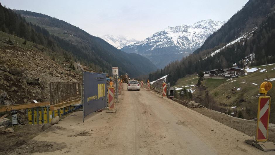 Die Fertigstellung der Lehnenbachgalerie zwischen Sölden und Vent soll die Straße auch für Schülertransfers sicherer machen.