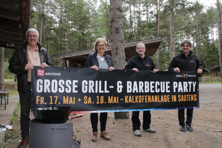BM Manfred Köll, Christine Hackl vom Ötztal Tourismus mit den GrillXperts Josef Kaserer und Andreas Bstieler (v.l.) zeigen, dass Grillen ein Sport sein kann.