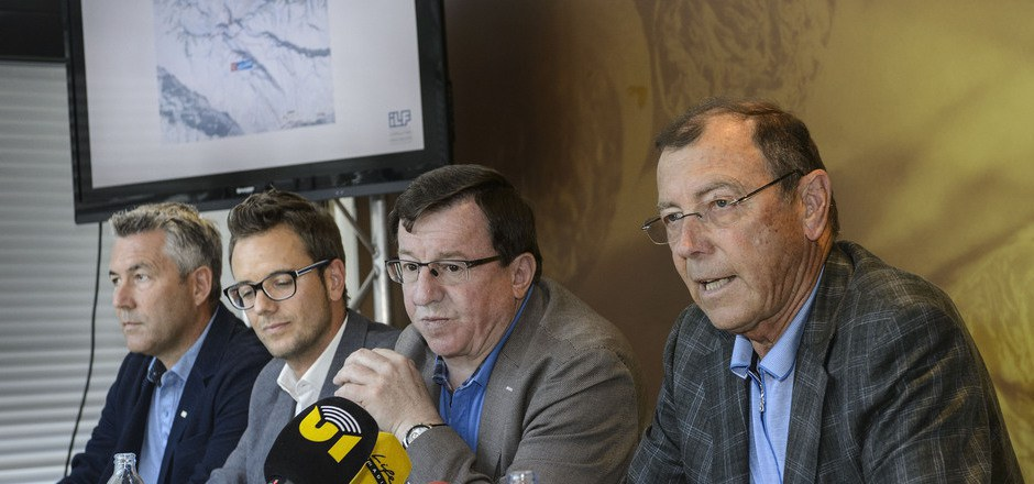 Jakob Falkner (2. v. r./Bergbahnen Sölden) und Hans Rubatscher (r./Pitztaler Gletscherbahnen) sind die treibenden Kräfte des 120-Millionen-Euro-Projekts, das die beiden Gletscher verbinden soll.