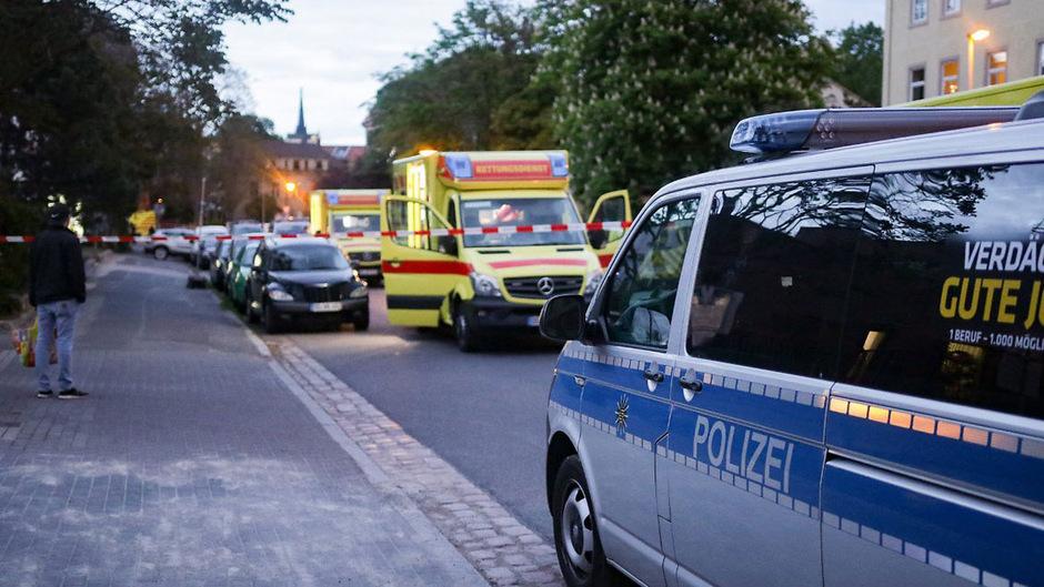 Zunächst hieß es, dass ein Kind getötet und eines schwer verletzt worden sei.