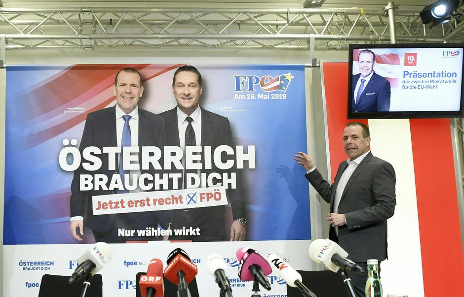 Zuerst separat, nun gemeinsam auf dem Wahlplakat sind Strache und sein Spitzenkandidat Vilimsky.