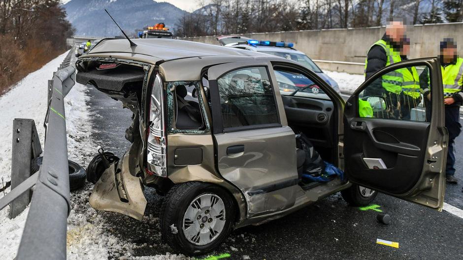 Das Unfallwrack, in dem die Frau ums Leben kam.