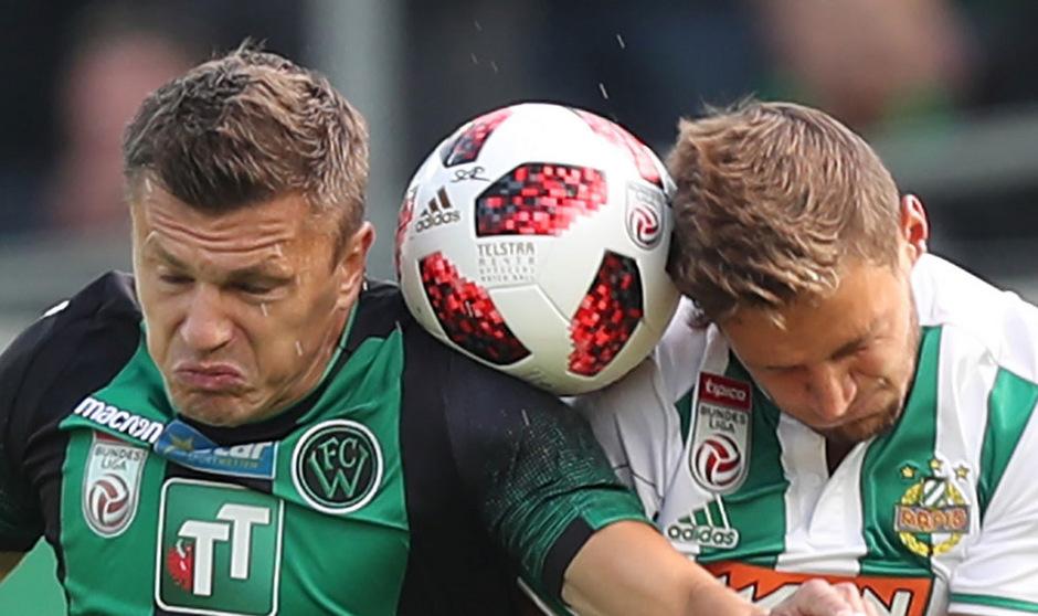 Augen zu und durch heißt es heute für Wacker-Torjäger Zlatko Dedic (links) im Allianz-Stadion gegen Rapid.