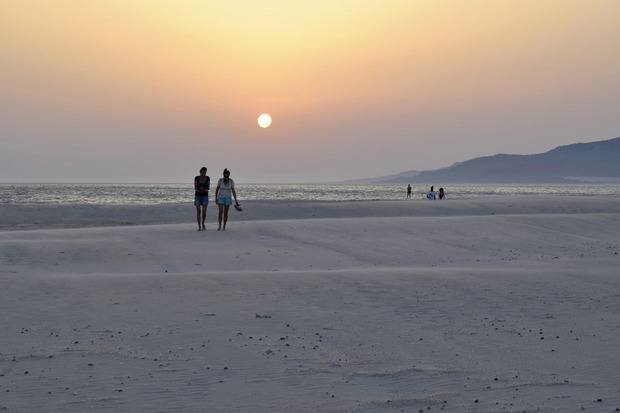 """Manche Strände an der """"Küste des Lichts"""" sind oft fast menschenleer wie hier bei Tarifa am Abend."""