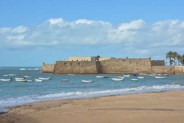 Die alte Hafenfestung Castillo de Santa Catalina wurde 1554 vor Cadiz erbaut.