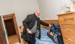 Raphael Klaus Gebauer OSB lebt derzeit noch aus dem Koffer.