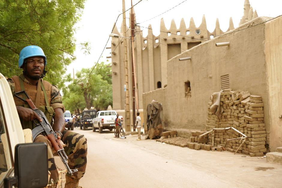 Während die EU malische Einsatzkräfte trainiert, sind Soldaten der UN (hier in der Stadt Mopti), besonders aus afrikanischen Staaten, im Friedenseinsatz.