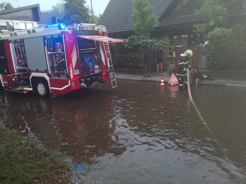 In und um Wiener Neustadt befanden sich die Feuerwehren im Dauereinsatz.