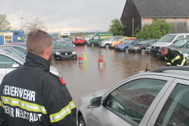 Auf den Straßen kam es zu Überflutungen.