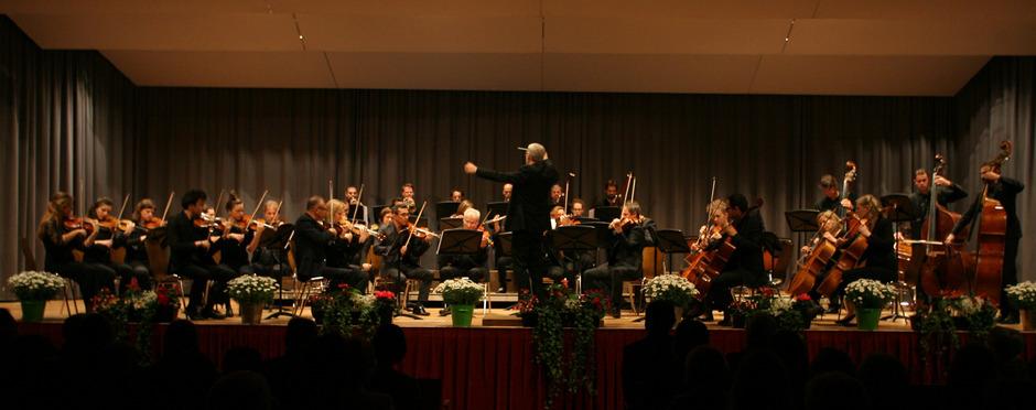 Das Kammerorchester InnStrumenti und Solist Karl-Heinz Schütz eröffneten am Samstagabend das Landecker Festival horizonte.