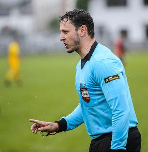 Stefan Mühlbacher und seine Mitstreiter von der Schiedsrichterzunft haben im Tiroler Unterhaus nicht immer einen leichten Stand.