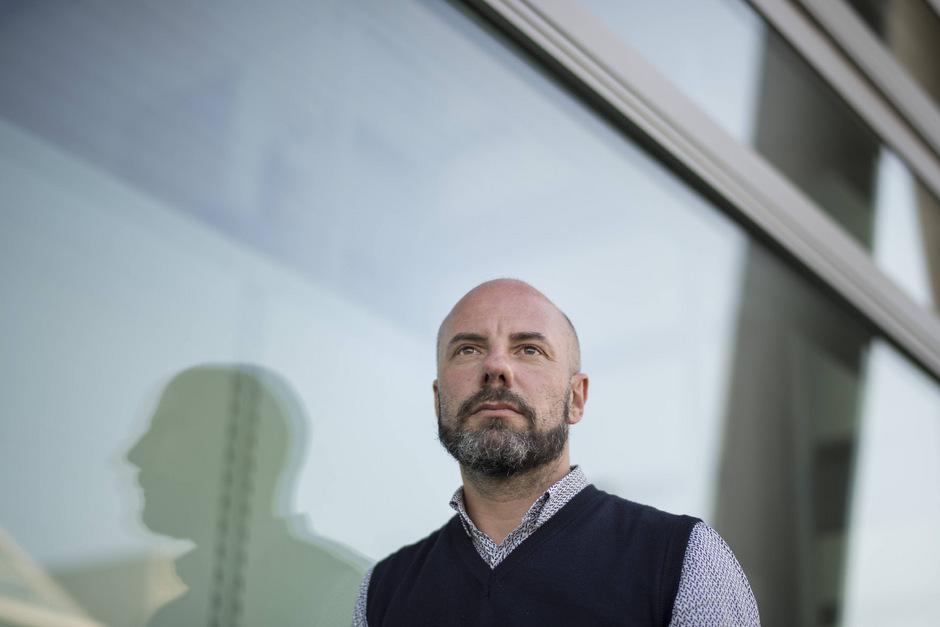 Daniel Wisser wurde bei der Achensee-Literatour mit dem von der Tyrolia gestifteten Stipendium in Höhe von 1500 Euro ausgezeichnet.