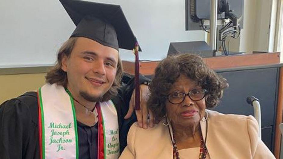 Prince Jackson mit seiner Oma Katherine Jackson bei der Abschlussfeier.