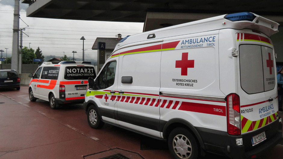 Einsatz der Rettung am Bahnhof in Brixlegg.