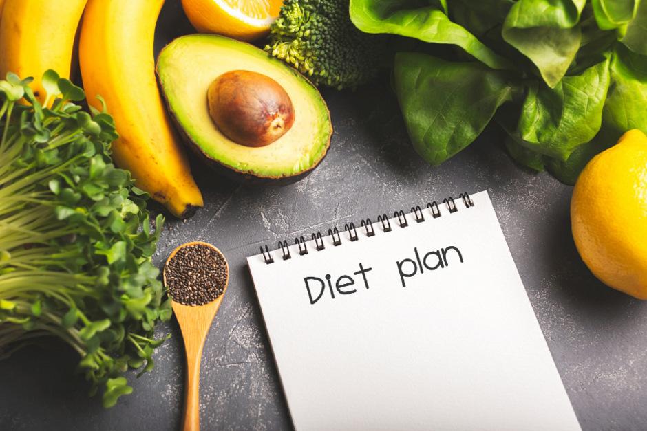 Viel Gemüse, Obst, Getreide, Hülsenfrüchte, Soja, Pflanzenfette, Nüsse: Wer sich vegan ernährt, muss genau auf seine Ernährung achten.