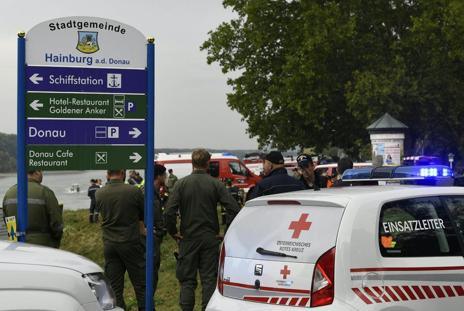 Nach dem Unfall auf der Donau lief ein Großeinsatz der Rettungsorganisationen an.
